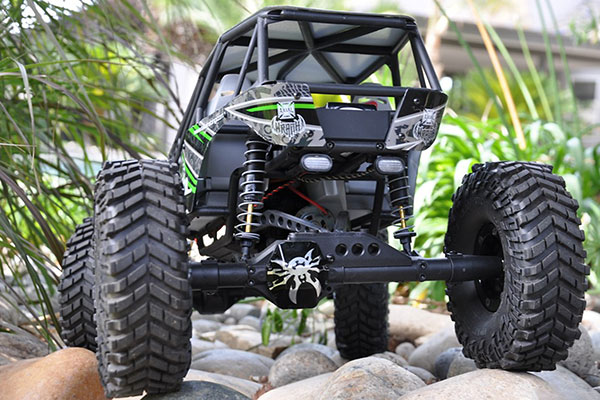 poison spyder axial wraith diff cover detail lifestyle