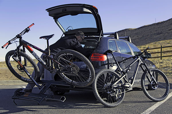 kuat sherpa hitch mount bike rack lifestyle5