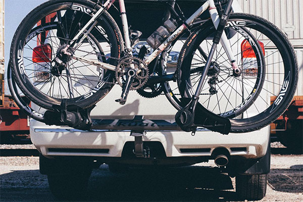 kuat transfer hitch mount bike rack lifestyle
