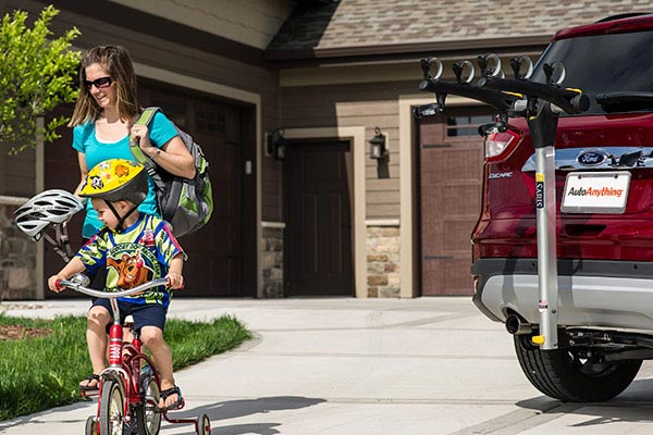 saris axis aluminum hitch mount bike rack lifestyle
