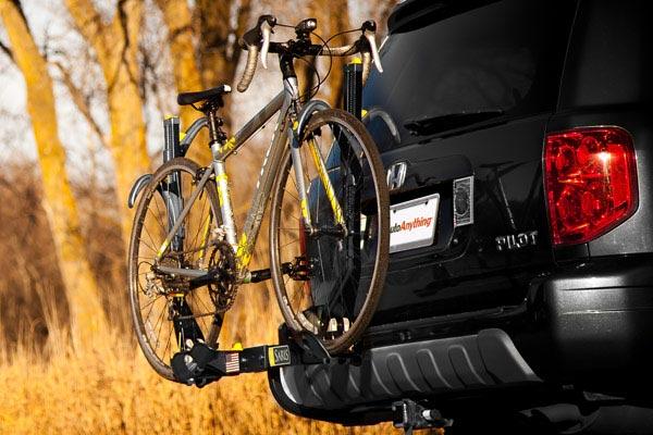 saris freedom superclamp hitch mount bike rack lifestyle