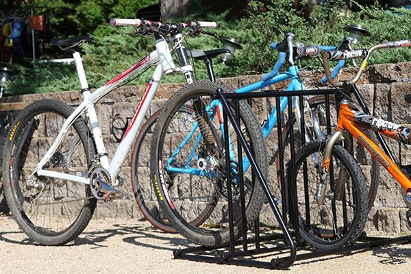 saris mighty mite bike parking rack outside
