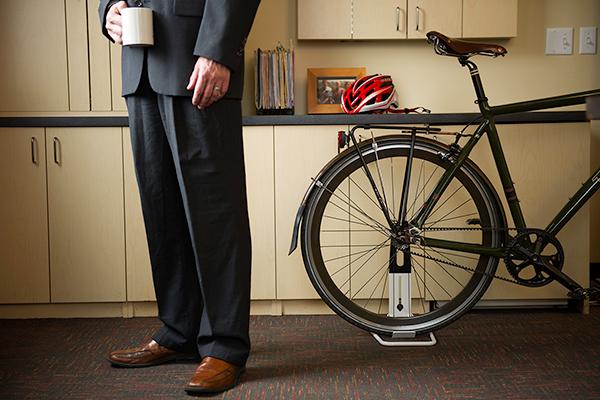 saris the boss bike floor storage rack office
