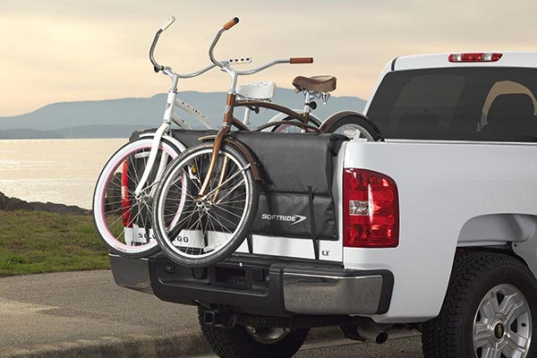 softride shuttle pad truck tailgate pad lifestyle