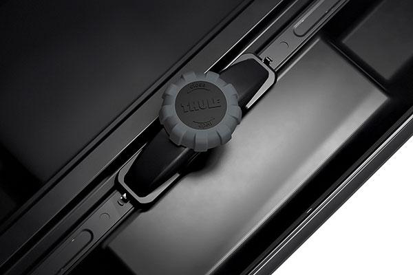 thule motion xt cargo box detail 2