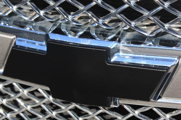 Non Bordered Grille Emblem  Black