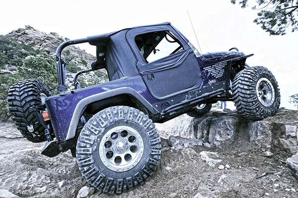 fab fours jeep rock sliders lifestyle5