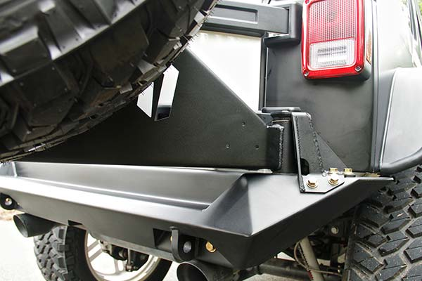 fab fours jeep tire carrier detail