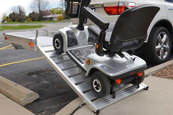 erickson-hitch-hauler-wheelchair-scooter-carrier-w-ramp-lifestyle2