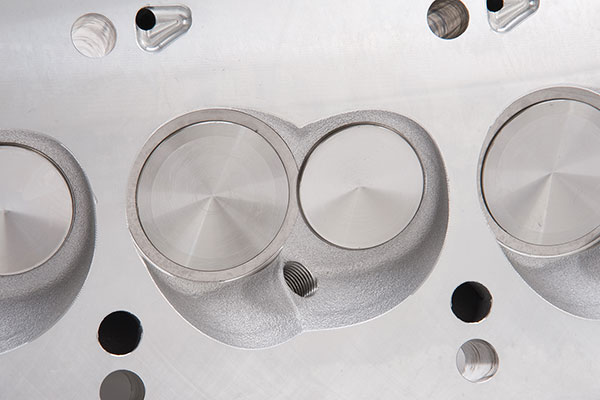 edelbrock performer cylinder heads chamber