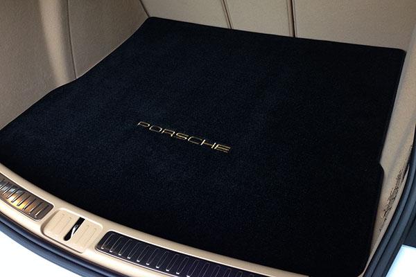 lloyd mats ultimat porsche logo
