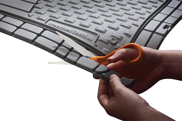 weathertech-avm-floor-mats-sissors-trimming