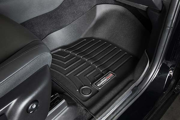 The tray-style design provides complete coverage for the front, back and sides of your car's footwell
