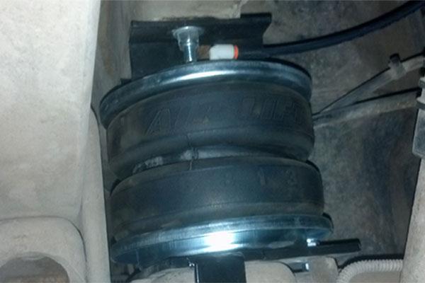 air lift air bag installed on 2010 Chevy Silverado