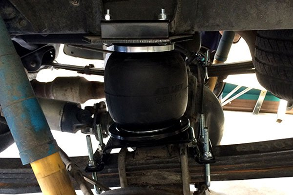 air lift air bag installed on toyota tundra leaf spring