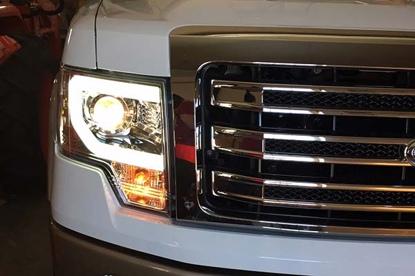 spyder-headlights-ford-f150-installed-lit