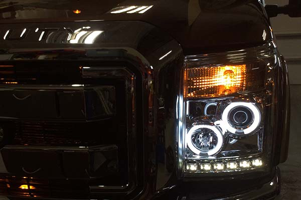 spyder-headlights-ford-f250-lit
