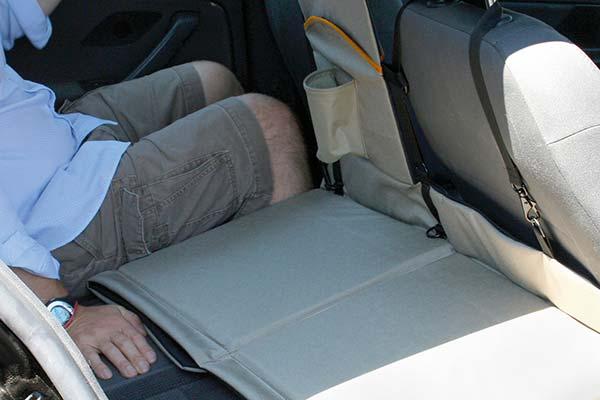 kurgo backseat bridge lifestyle3