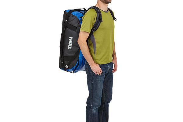 thule chasm duffle bag wearing back