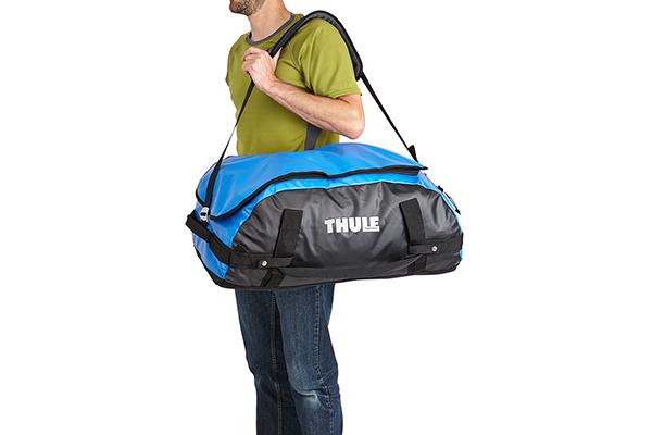 thule chasm duffle bag wearing shoulder