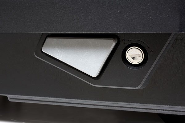 yakima showcase cargo box push button