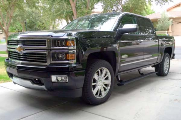 amp power steps shown on black chevy silverado