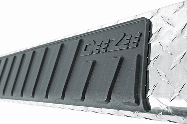 dee zee 6 brite tread side steps detail