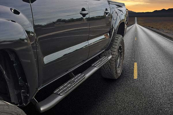 """Steelcraft 4"""" Blackout Series Oval Nerf Bars on the road"""