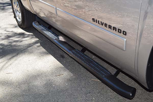 """Steelcraft 4"""" Blackout Series Oval Nerf Bars side view"""