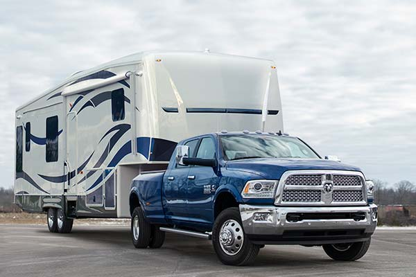 dodge ram pulling 5th wheel using air lift suspension