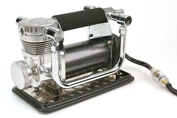 viair 440p portable air compressor angled