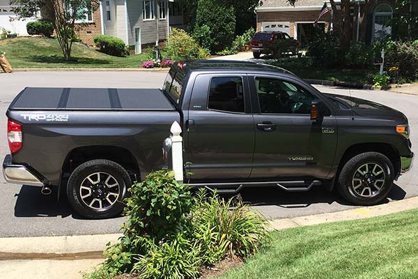 extang solid fold 2 bed cover installed on 2016 toyota tundra