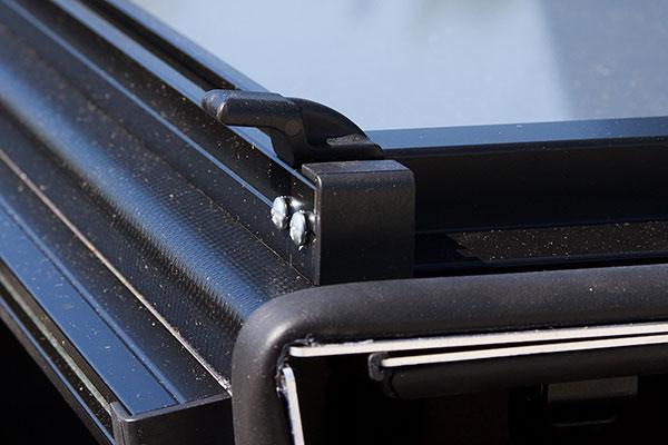 lomax-tri-fold-tonneau-cover-inner-latch