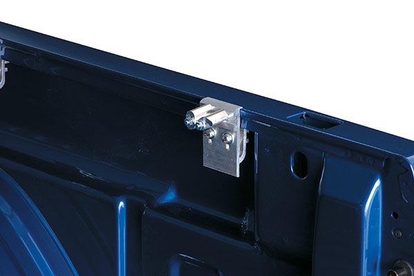 lund hinged rear latch