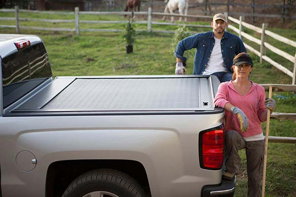 pace edwards jackrabbit tonneau cover lifestyle2