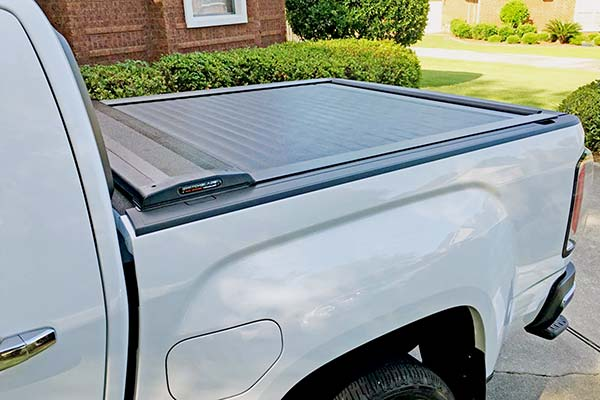 pace edwards switchblade retractable truck bed cover installed on 2016 gmc canyon
