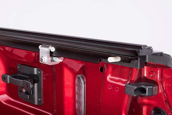 retrax powertraxpro tonneau cover track detail