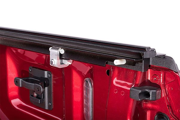 retrax-retraxone-mx-tonneau-cover-clamp-detail