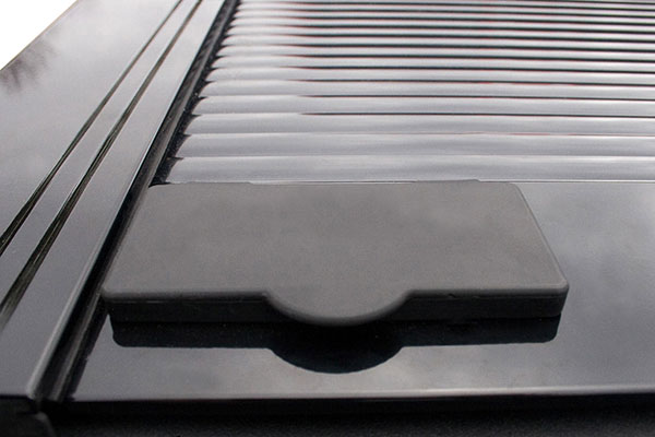 retrax-retraxone-tonneau-cover-key-lock-cover