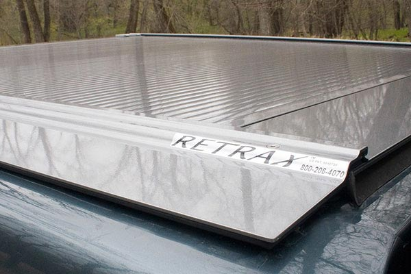 retrax powertraxone tonneau cover silver side