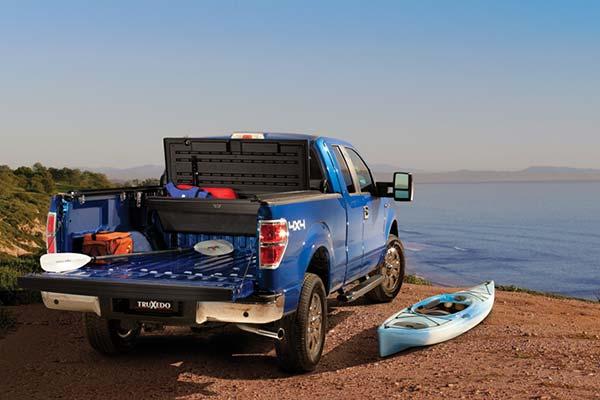truxedo-tonneaumate-truck-toolbox-lifestyle-beach