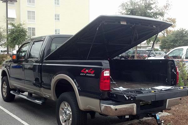 undercover se truck bed cover installed on 2008 ford f350