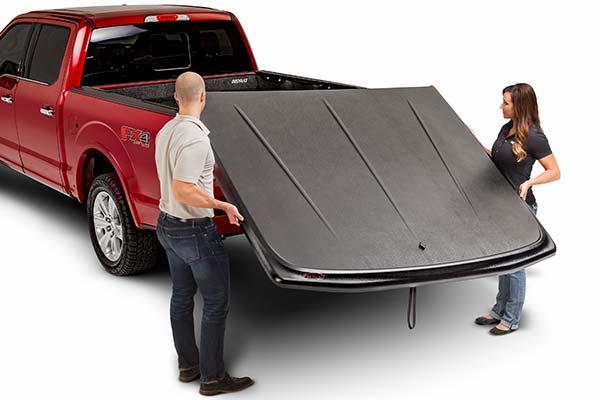 undercover-se-tonneau-cover-lift