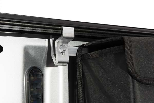 undercover-ultra-flex-tonneau-cover-clamp-detail