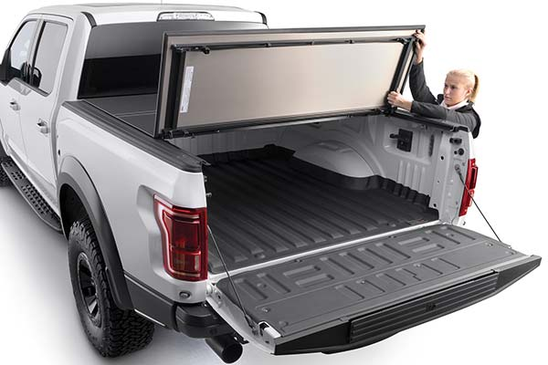 weathertech-hard-tri-fold-alloycover-tonneau-cover-demo1