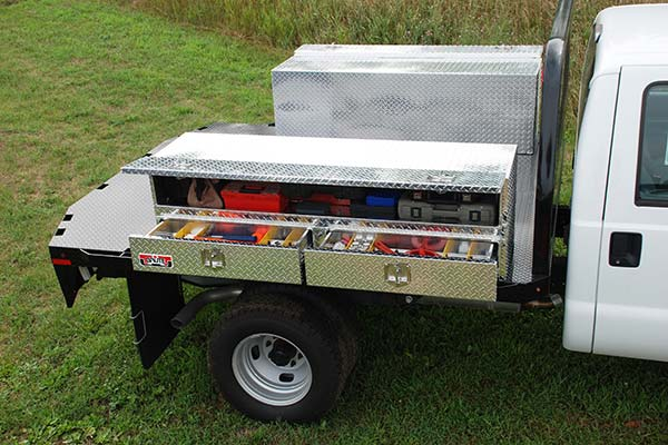 brute-pro-series-contractor-topsider-toolbox-lifestyle2