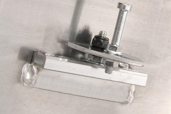 dee zee red label single lid low profile crossover tool striker