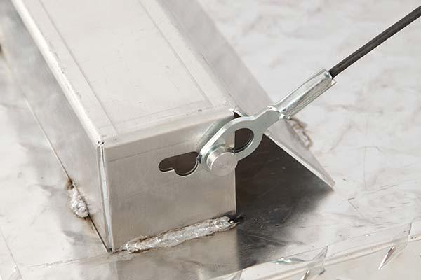 jobox-aluminum-topside-toolbox-door-connector-detail