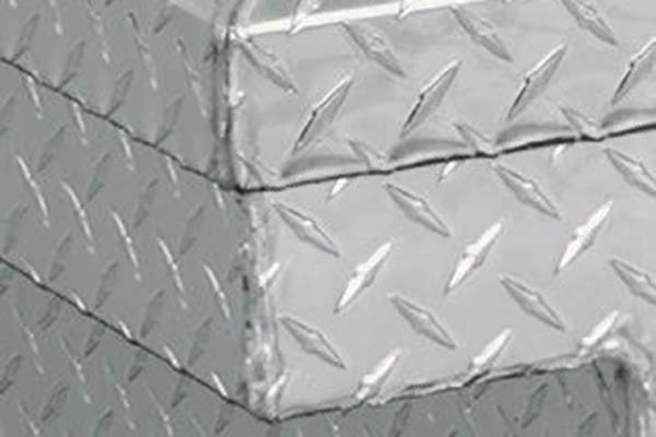 jobox-premium-aluminum-single-lid-crossover-toolbox-corner-detail