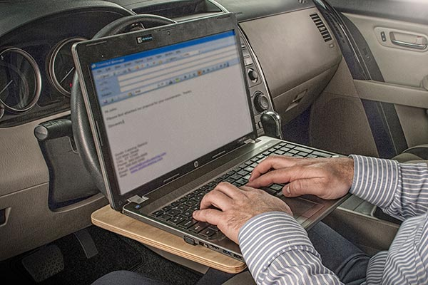 autoexec wheelmate extreme mobile work surface lap top in use